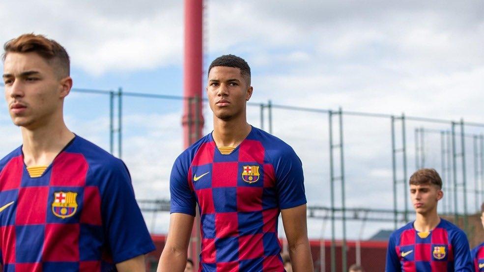 Защитник «Барселоны» отказался подписывать новый контракт ради перехода в «Челси»