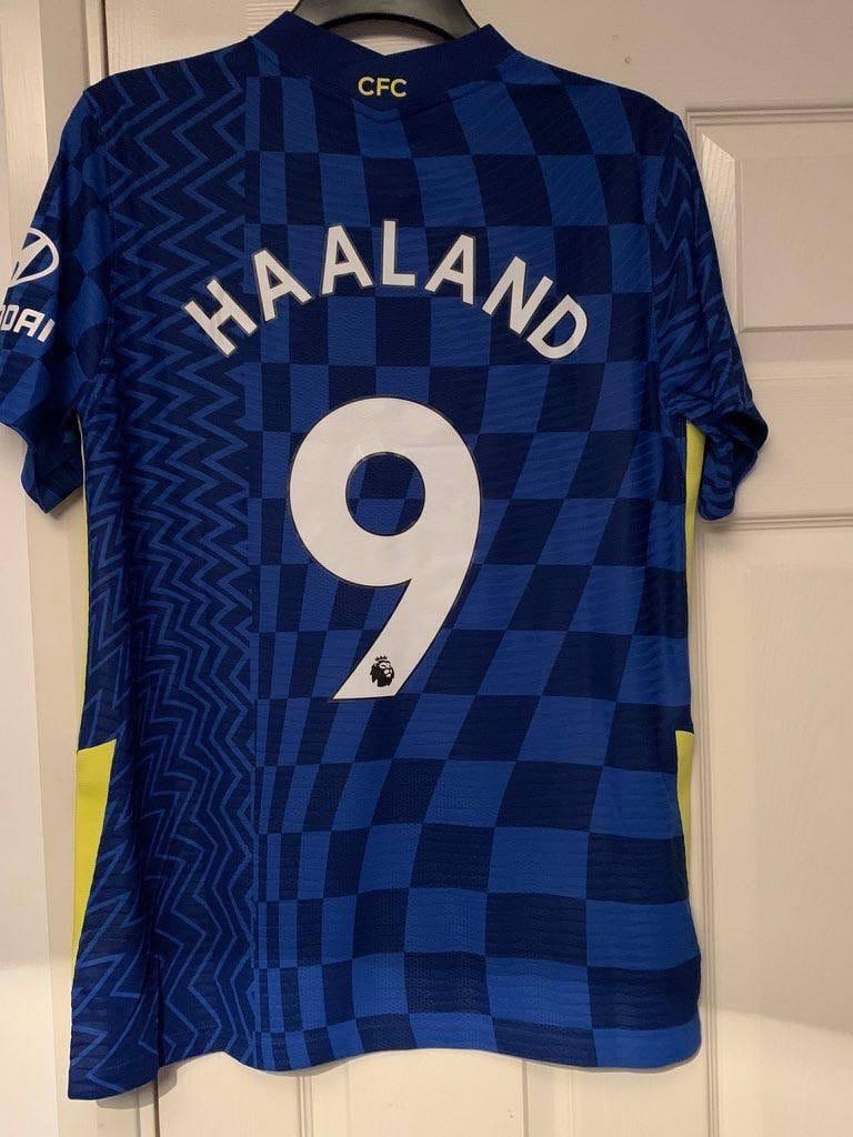 Холанд в «Челси»: в сети появились фотографии клубной атрибутики с именем норвежца